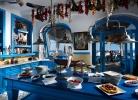 Přímořská modro bílá kombinace - foto restaurantsinteriordesigns.com