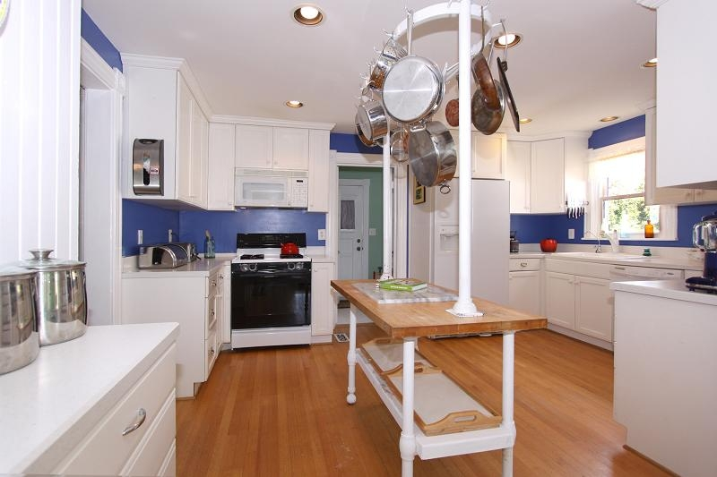 xl_30216_kitchen_overview_from_bkfst_rm_door