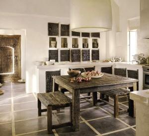 Kuchyně inspirované Afrikou. Surové, neopracované tmavé dřevo a jednoduché barvy - foto: 1.bp.blogspot.com