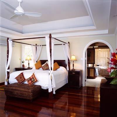 Leštěné dřevěné podlahy jsou luxusní dominantou - foto: honeymoons.about.com
