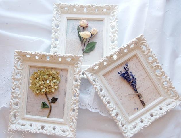 Sušené kytky v nádherných rámečcích - foto: rackcdn.com
