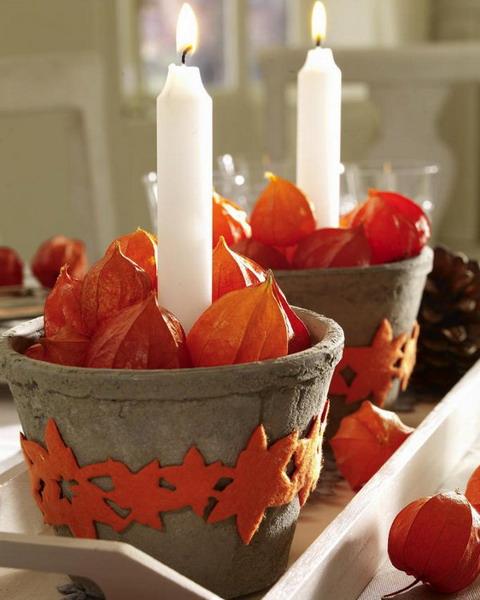 Mochyně v květináčích s vysokými svíčkami - Foto: www.decor4all.com