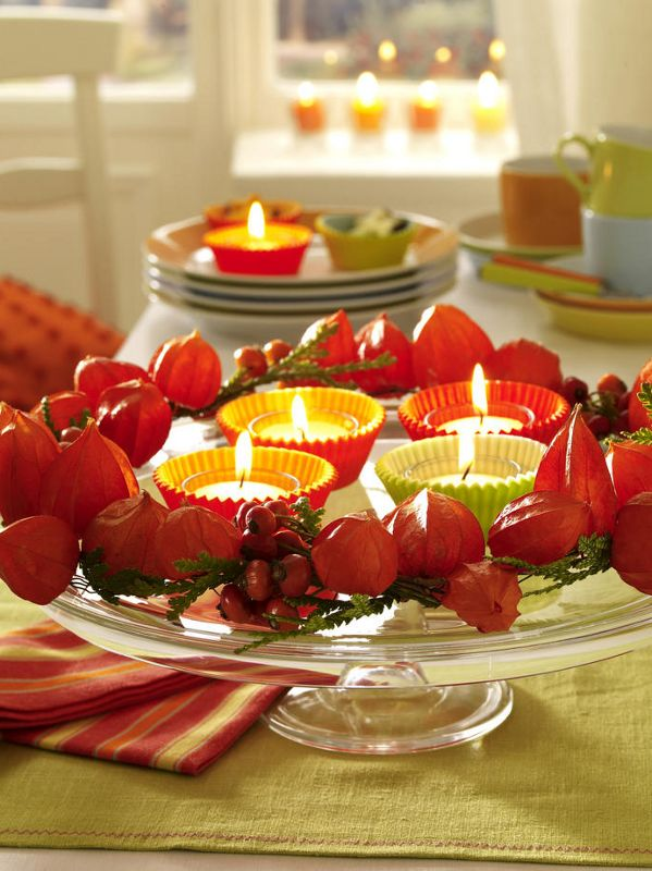 Lampionky mochyně na velké míse se svíčkami - Foto: www.wunderweib.de